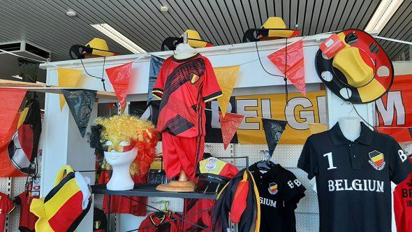 Fanartikel im Dekorationsgeschäft Kohl in Lontzen (Bild: Manuel Zimmermann/BRF)