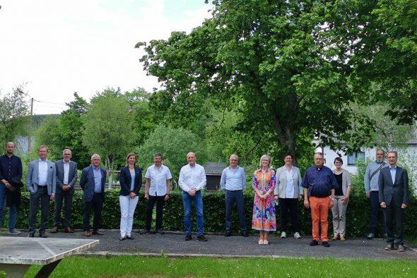 Gruppenbild der Fusions-Taskforce bestehend aus Vertretern vom Verwaltungsrat des ZAWM Eupen, St. Vith und des IAWM (Bild: Raffaela Schaus/BRF)