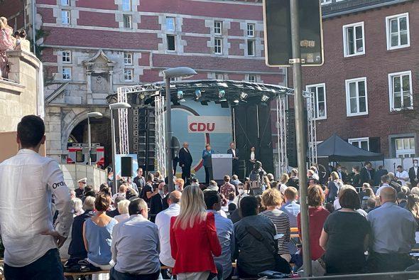 In Aachen haben Merkel und Laschet am Samstag ein letztes Mal um die Gunst der Wähler geworben (Bild: Michaela Brück/BRF)