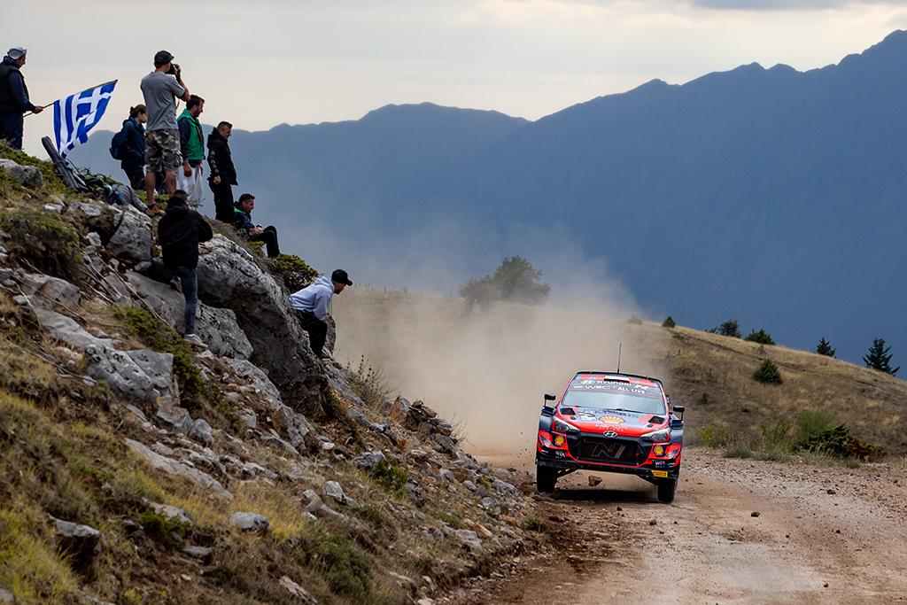 Ott Tänak fährt auf Platz zwei (Bild: Fabien Dufour/Hyundai Motorsport)